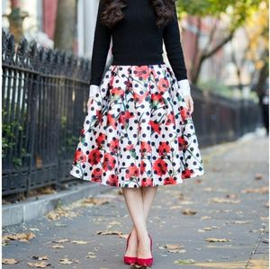 T & J Collection Designs skirt sz small
